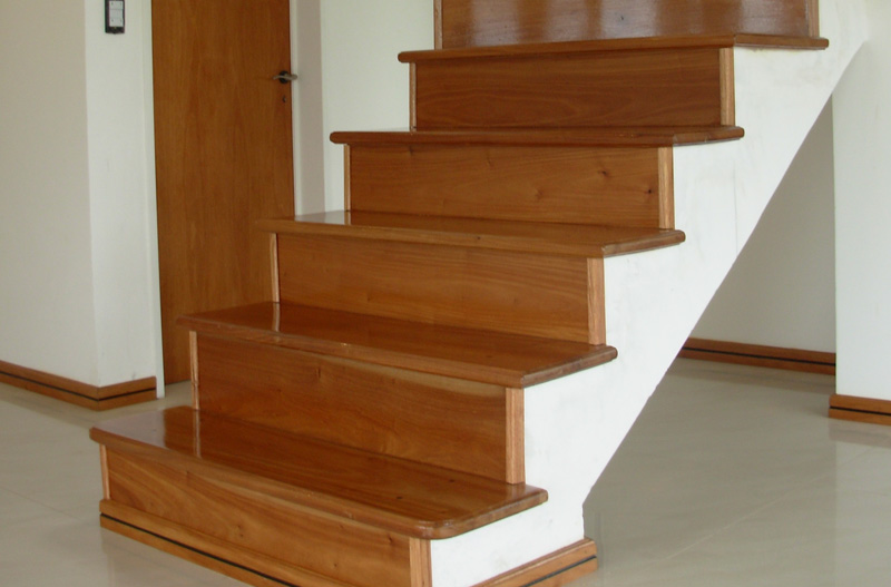 Fabrica de escaleras de madera plastificadora argentina - Maderas para escaleras ...