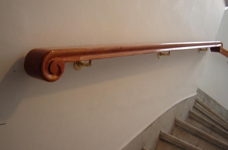 Fabrica de escaleras de madera plastificadora argentina for Pasamanos de escaleras interiores